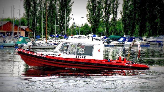 Most płonął, nowoczesna łódź strażacka stała w garażu