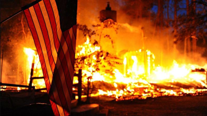 Ogień trawi Kalifornię