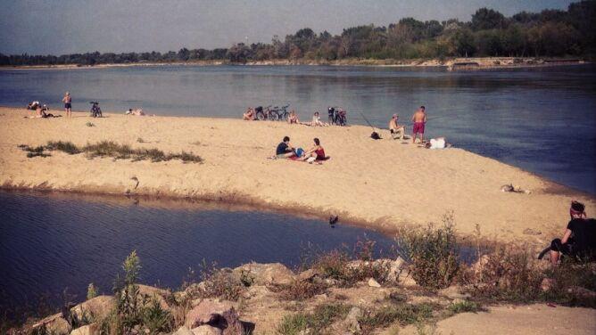 Pomysł na majówkę. Piaszczysta plaża blisko Warszawy